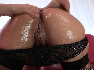 Liza Del Sierra teases her agreeable french buns which just goes to show the French have the most excellent anal treats on the globe. Erik stops in with some oil and gets her butt all wet previous to plunging his hard dick unfathomable inside. Liza finishes with the most good treat of all: an anal creampie!