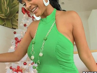 Merry X-Mas, to all our Bangbros fans! We're back with one more sexy mom I'd corresponding to to fuck for u on this week's mom I'd corresponding to to fuck Lessons! Hotass Indian sweetheart Priya Rai! Awesome! Mike has a present for the sexy Priya. This Babe unwraps her gift and to her amazement, it's Mike's dick in a box! That's exactly what that babe wanted from Santa. Since this babe's been as a result good (in the nasty way) this year, Mike decided to give her her present now. This Guy fucked her as a result good that Priya squirted all over his knob. Mike didn't mind the water works. This Chab had his face stuffed in her wet wet crack, licking away...